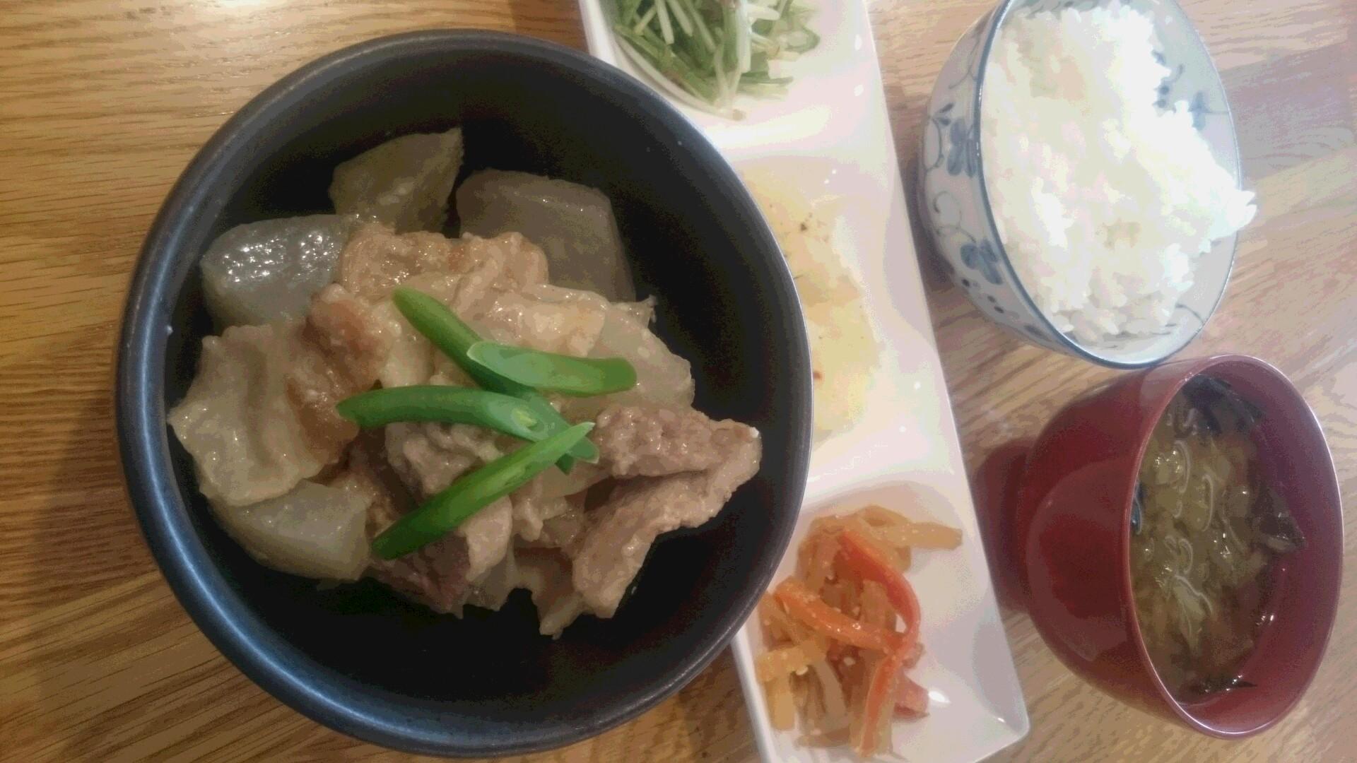平牧三元豚と大根の煮物